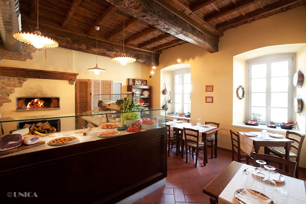 Arredamento ristorante pizzeria unica arredamenti for Arredamento pizzeria