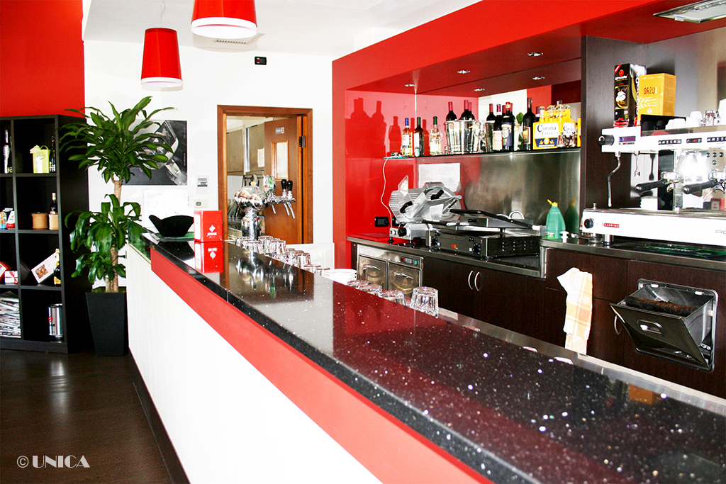 Arredamento per bar caffetteria unica arredamenti milano for Arredamento bar milano