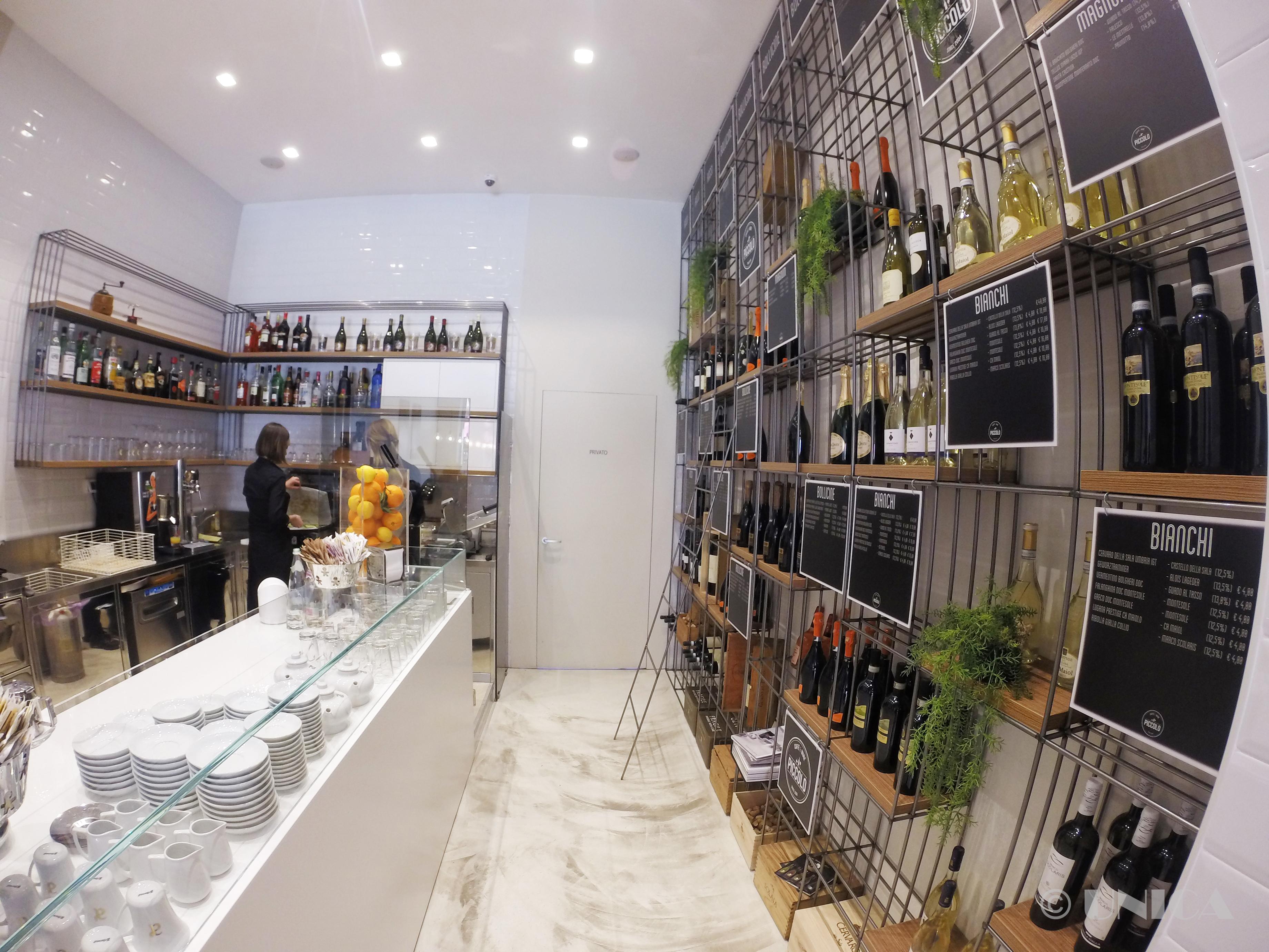 Arredamento per bar caffetteria for Bar arredamento